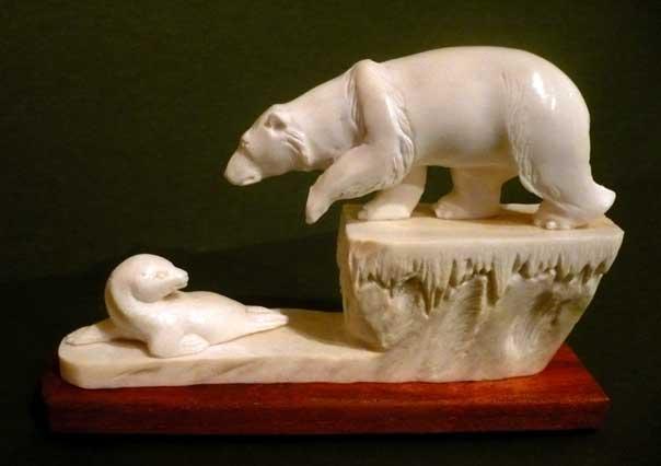 Медведь и нерпа