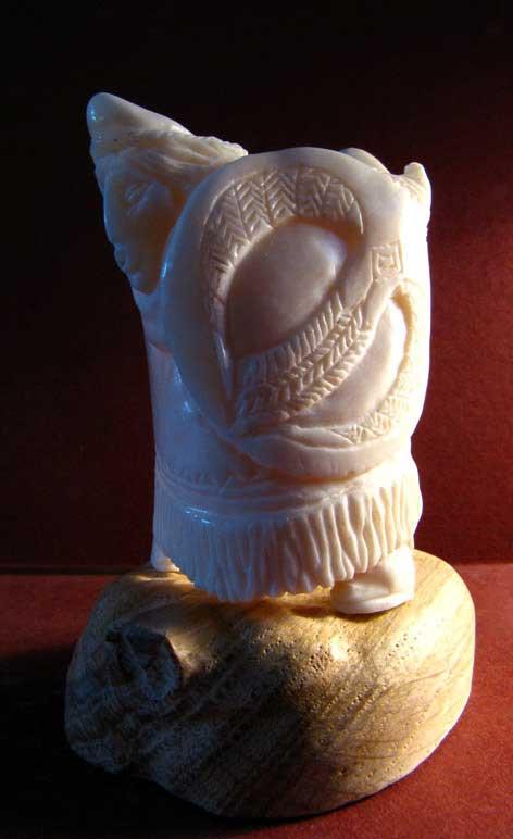 Скульптура «Камлание», 80х50х55 мм, цевка, орех