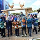 Виктор Селиверстов (ЯНАО) проводит экскурсию по конкурсной площадке для детей Ув