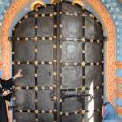 Вот они, древние врата Софийского собора в Тобольском Кремле