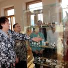 Минсалим проводит гостям экскурсию