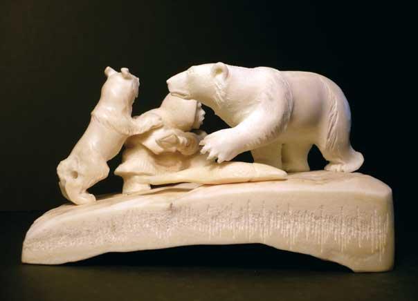 Медведь и рыбак с собакой